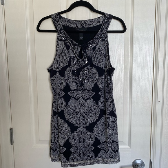 Gorgeous black and white sleeveless top by INC